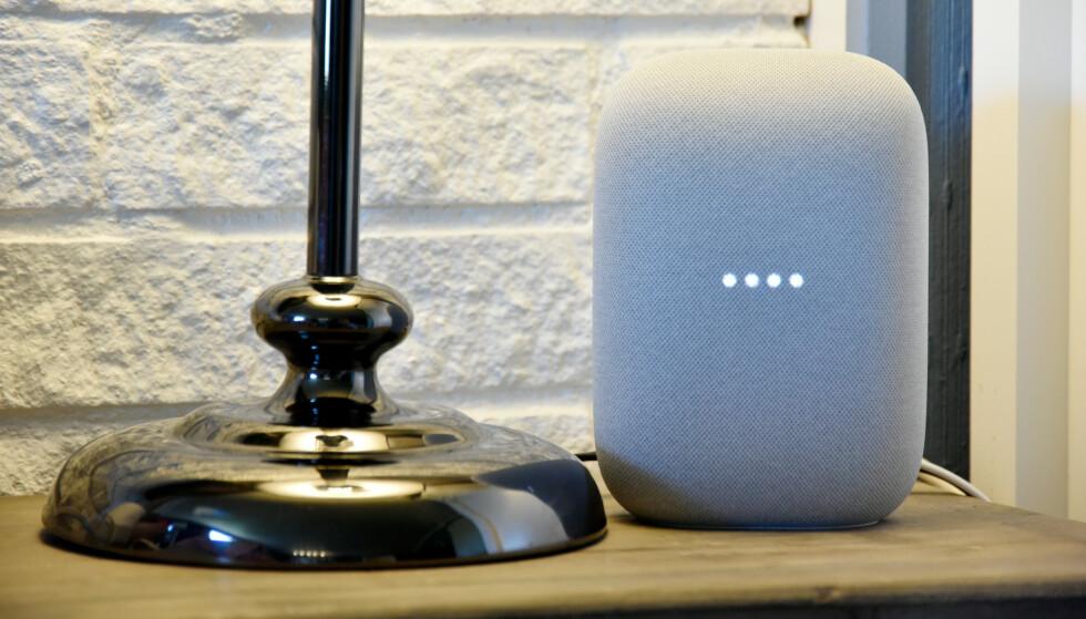 RIMELIG: Med forholdsvis kompakte mål og en prislapp på 1.000 kroner, synes vi Googles nye Nest Audio-høyttaler spiller godt. Foto: Pål Joakim Pollen