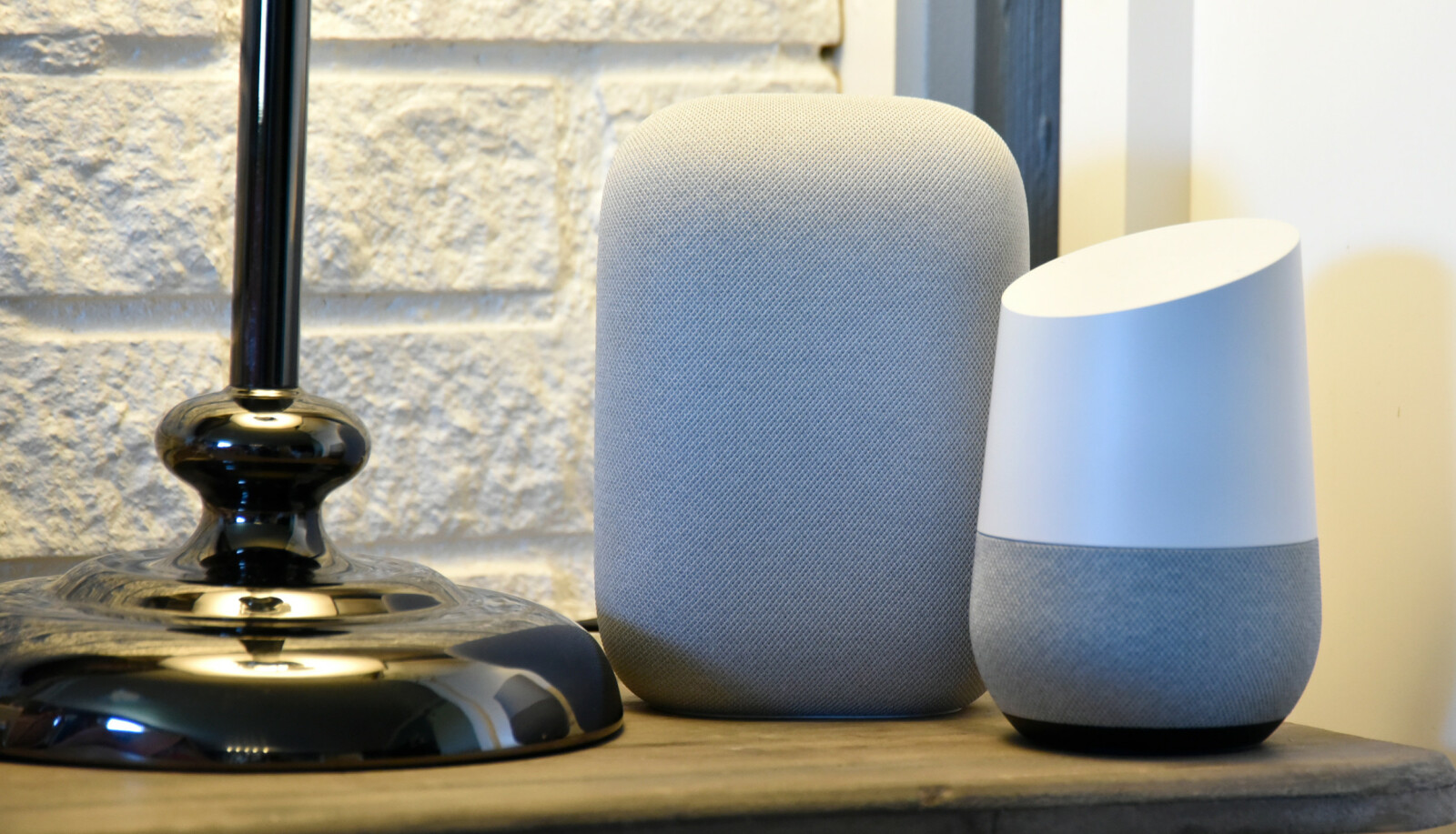 LITT STØRRE: Nest Audio er noe større enn sin «forgjenger» Google Home, som var den største av Googles høyttalere da de ble lansert på det norske markedet. Foto: Pål Joakim Pollen