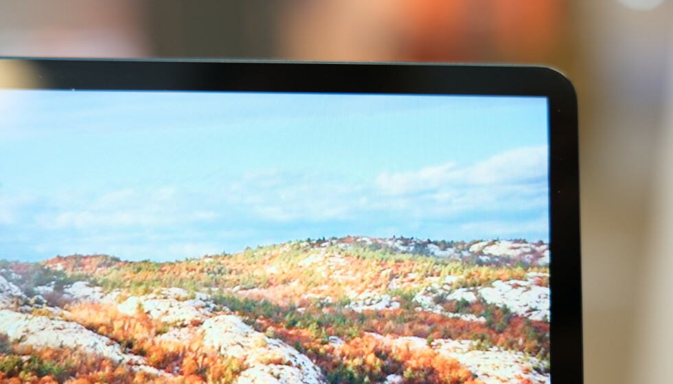 TYNN RAMME: Berøringsskjermen er høyoppløst og har forholdsvis slank ramme. Foto: Martin Kynningsrud Størbu