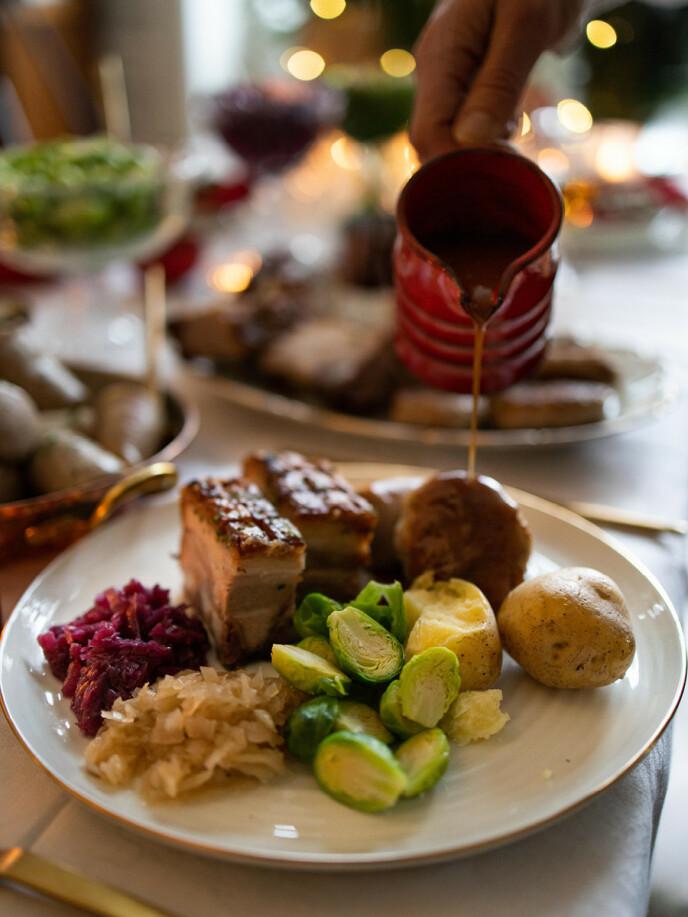 PRIKKEN OVER I´EN: Ingen ribbe uten saus! I Adams Ribbekasse får du med 600 gram ferdiglaget, brun saus fra Matpartner.