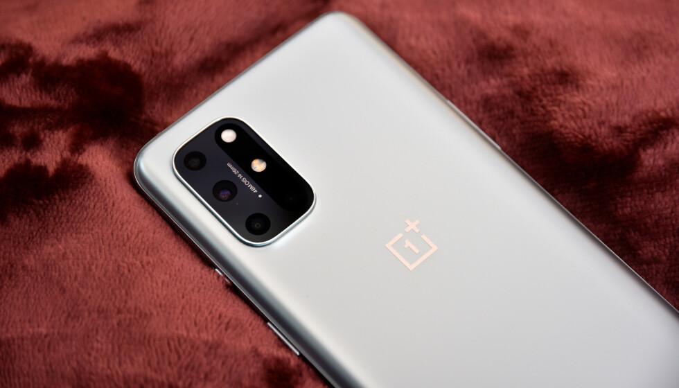 MEGET GOD: Til under 7.000 kroner fremstår OnePlus 8T som et meget attraktivt kjøp. Foto: Pål Joakim Pollen