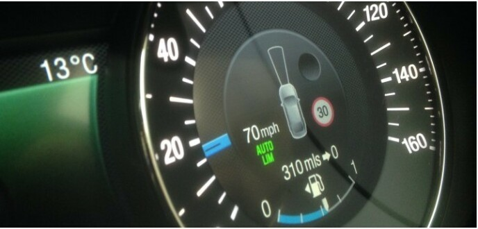 <strong>ALLEREDE PÅ PLASS:</strong> Noen biler leveres allerede med en slik intelligent fartsholdere. Foto: Ford