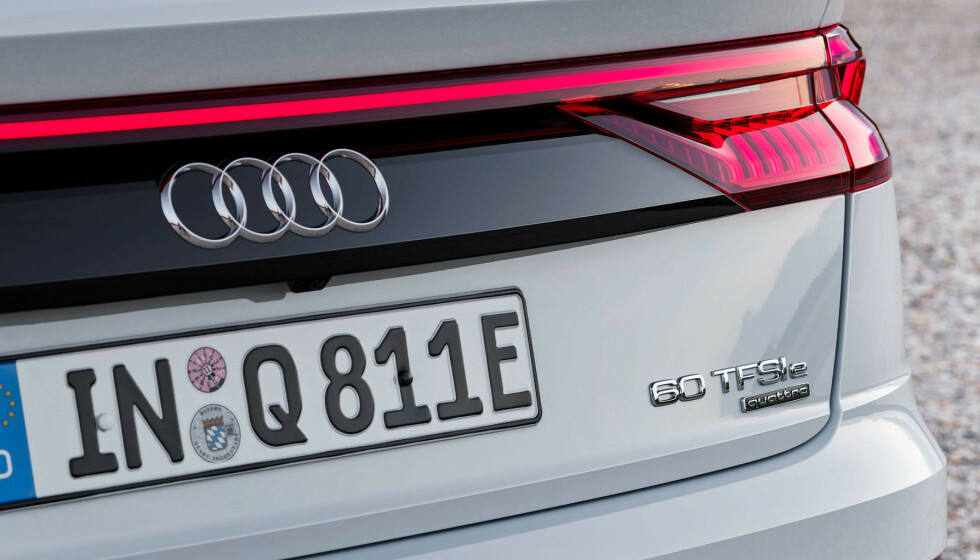LADBAR: Flaggskipet Audi Q8 får nå batteripakke i bagasjerommet. Foto: Audi