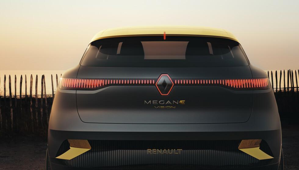 LED IS THE NEW CHROME: Alle med elbiler skal ha heldekkende LED både foran og bak og utgjør mye av dekoren på bilen. I hvert fall så lenge tenningen er på. Foto: Renault.