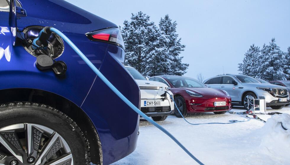 TRIKS SOM VIRKER: Batteriet i elbilen trives best i 30 varmegrader. I tillegg er det mye som stjeler strøm fra batteriet i elbilene når temperaturen går under null. Vi gir deg fem rekkeviddetriks som virker. Foto Markus Pentikainen