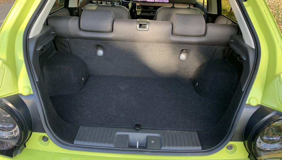 <strong>LITE:</strong> 171 liter er alt du får plass til, om du fyller bagasjerommet til randen. Foto: Øystein B. Fossum