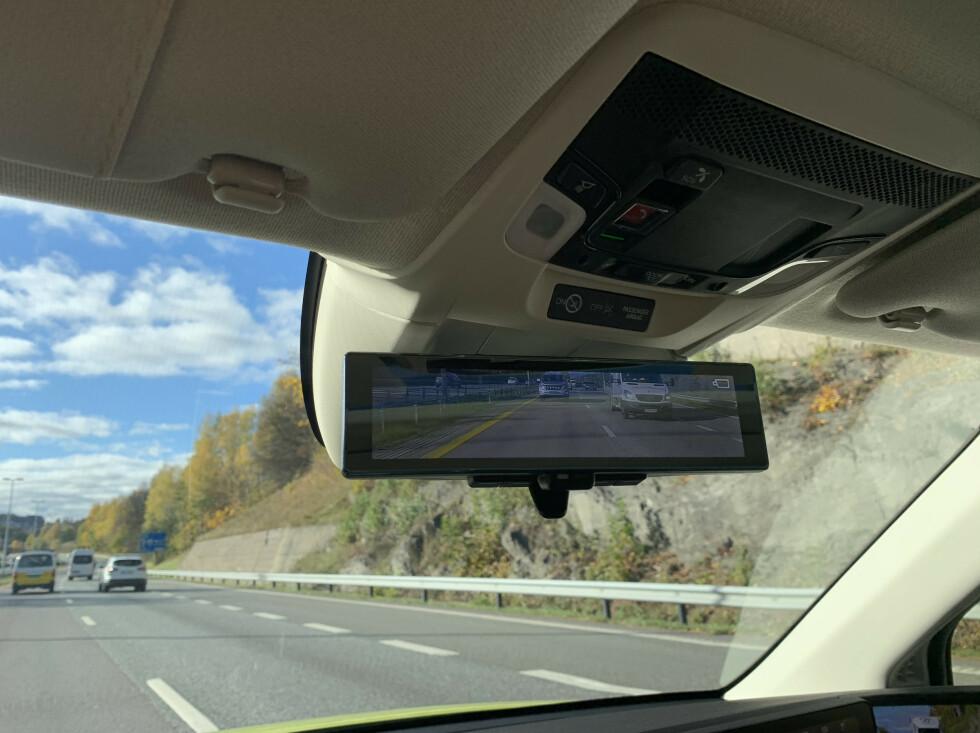 <strong>EKSTRAUTSTYR:</strong> I Honda e Advance får du også med kameraspeil i midten. Foto: Øystein B. Fossum