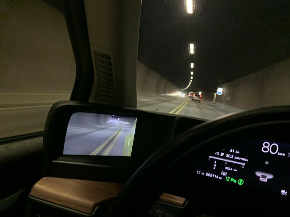<strong>FUNGERER FINT:</strong> Kamera-speilet fungerer fint i mørke tunneler også. Foto: Øystein B. Fossum