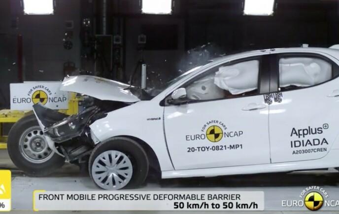 MØTER HVERANDRE: I den nye front-kollisjonen møter bilene hverandre i 50 km/t. Den avslører både sikkerheten til passasjerene i bilen og hvordan motpartens bil påvirkes av kollisjonen. Foto: EuroNcap