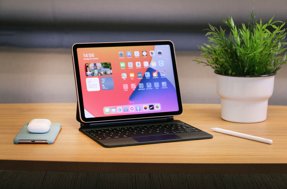 Det magiske tastaturet til iPad Pro kan også brukes med iPad Air. Det er utrolig godt å skrive på, og har både bakbelyste taster og innebygd styreflate.