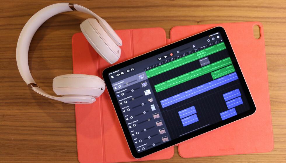 MUSIKKSTUDIO: Med riktig tilbehør kan du spille inn og redigere låter på iPad. På nye iPad Air går det lynkjapt. Foto: Kirsti Østvang