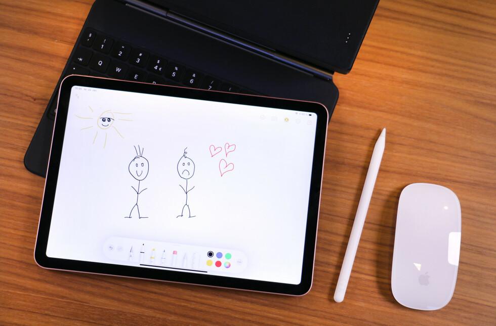 Apples penn er et glimrende tegneverktøy, om du kan tegne (det kan ikke vi). Det er også supert å ta notater med, og i høst har iPadOS fått en skrible-funksjon som kan konvertere håndskrevne notater til tekst.