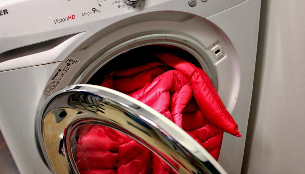SLIK VASKER DU DUNJAKKA: Dunjakka bør ikke vaskes for ofte. Men vask den i vaskemaskin om du må. Og tørk den i tørketrommel. Foto: Kristin Sørdal