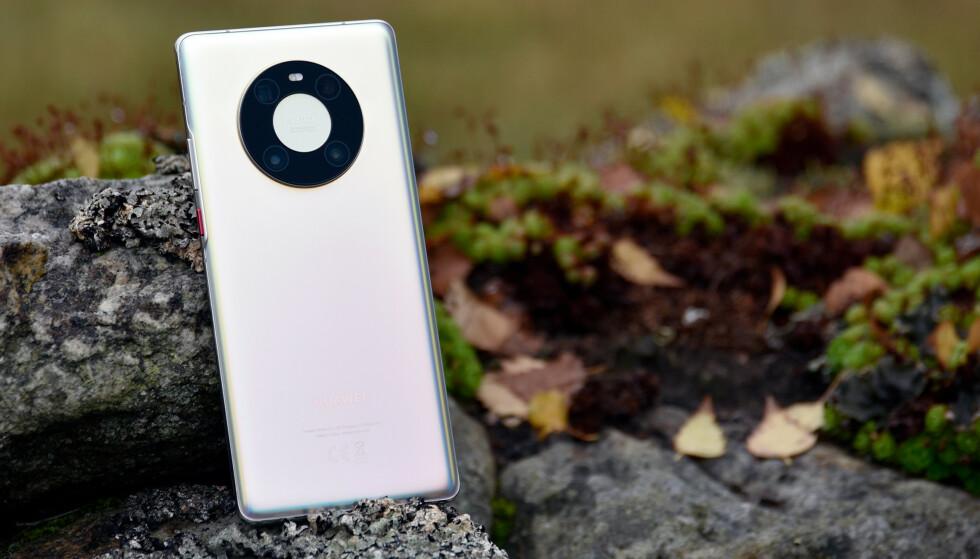 NY TOPPMODELL: Huaweis nye toppmodell har et ganske unikt kameradesign på baksiden. Foto: Pål Joakim Pollen
