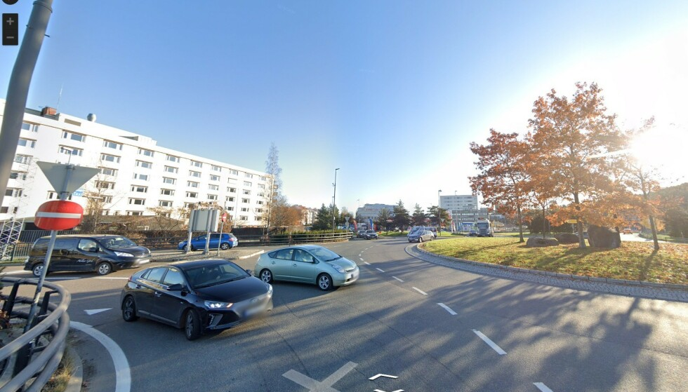 SJEKK PÅ FORHÅND: Med Google Street View kan du sjekke kjøremønsteret i rundkjøringene på forhånd. Det gir mindre stress når du kommer dit, sier informasjonssjef Sigmund Clementz i If. Foto: Google Street View