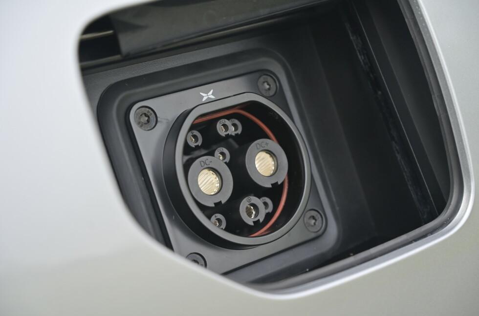 """CCS: """"Prototypen"""" har CHAdeMO kontakt som bare gir deg 50 kW hastighet på hurtigladeren, men bilene som kommer til Europa får CCS og forhåpentligvis ser vi minst 150 kW ladehastighet. Foto: Rune M. Nesheim"""