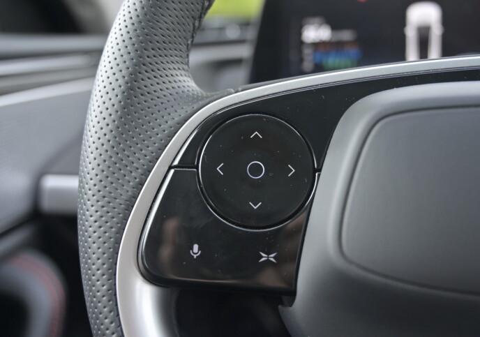 LYD: Du styrer fkjørecomputer med venstre tommel.  Foto: Rune M. Nesheim