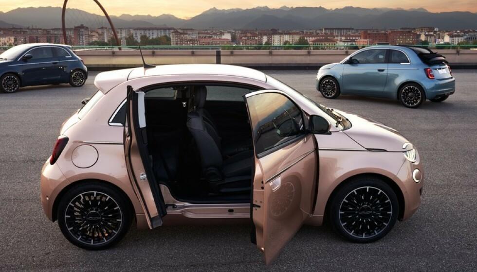 FLERE VALG: Nå kan Fiat 500 også bestilles med bakdør på dene ene siden for enklere tilgang til baksetet. Det er nok veldig velkomment for noen. Ellers kan man også velge cabriolet og panorama soltak. Foto: Fiat.