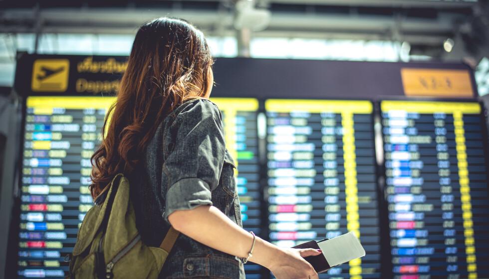UT Å FLY? Hva risikerer du om du kjøper en billig flybillett nå, for en reise i Norge i vinter eller neste vår? Les vilkårene - og betal med kort, er råd fra bransjen. Foto: NTB scanpix