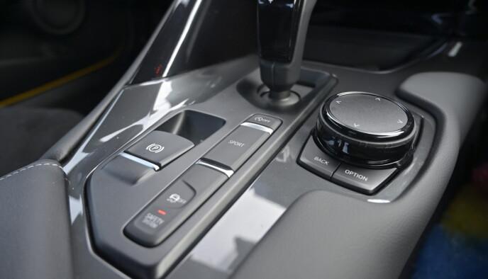 BARE AUTOMAT: BMW dukker opp her og der. Supra har ei 8-trinns manuell kasse som kan betjenes manuelt med padler eller på stikka. Denne hadde kledd manuell kasse godt. Foto: Rune M. Nesheim