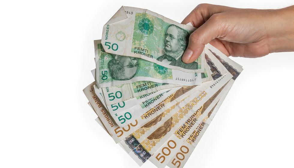 UGYLDIGE: Dette er gamle sedler som er ugyldige - men som det likevel fremdeles finnes mange av ute i norske hjem. Nils S. Aasheim/Norges Bank.