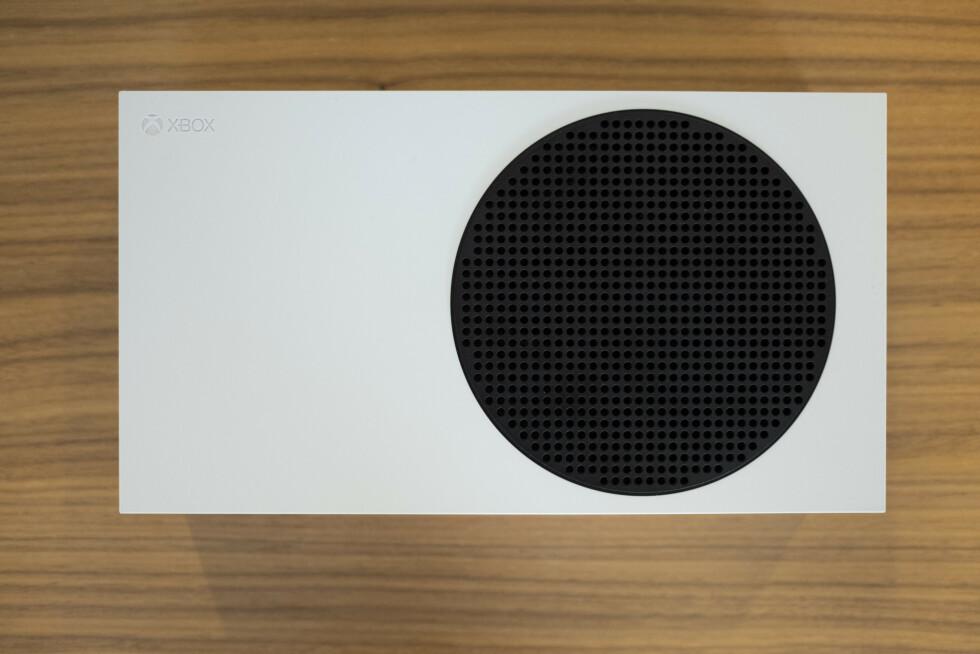 Xbox Series S med sin spesielle svarte grill.