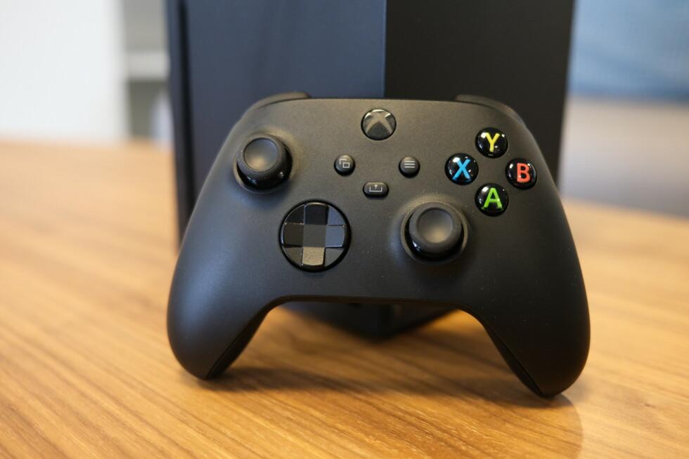 Den svarte følger med i Xbox Series X-esken.
