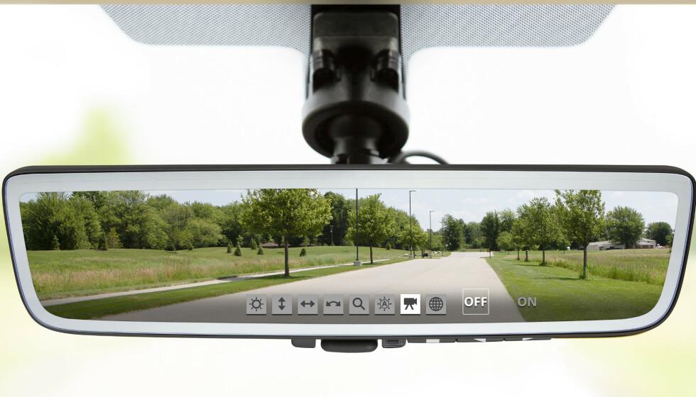 DOKUMENTERER ULYKKEN: Skjer det en ulykke eller et uhell, filmer og lagrer speilet automatisk de som skjer 20 sekunder før og 20 sekunder etter hendelsen. Foto: Gentex
