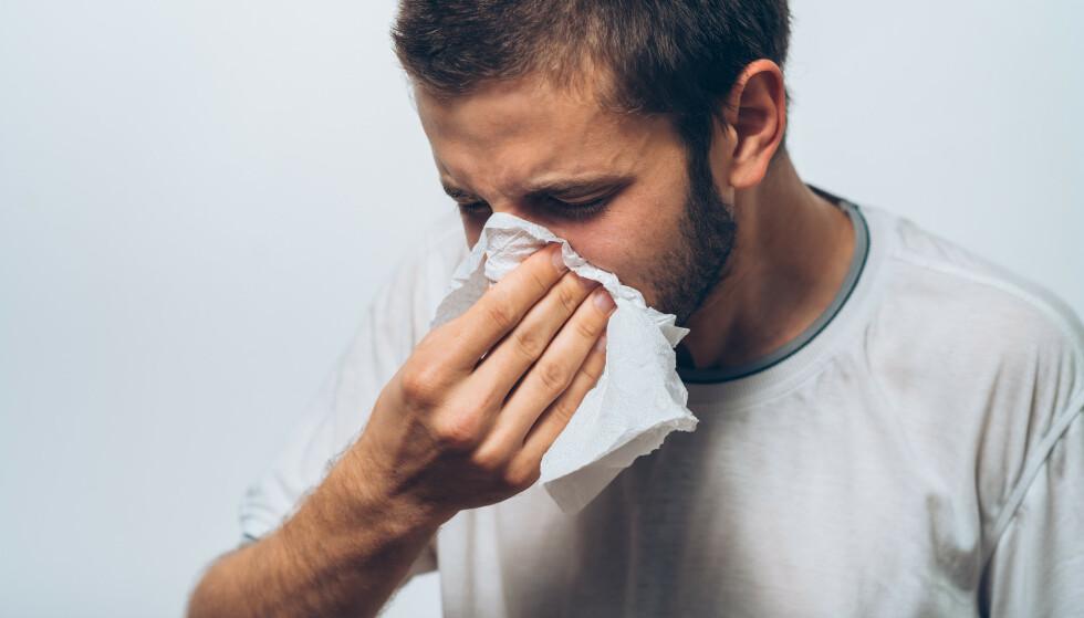 RENNER NESA? Ikke alle symptomer betyr at du bør teste deg. Foto: NTB/Shutterstock