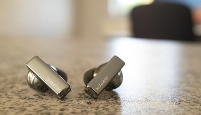 Huawei FreeBuds Pro er blant årets beste trådløse ørepropper. Foto: Martin Kynningsrud Størbu