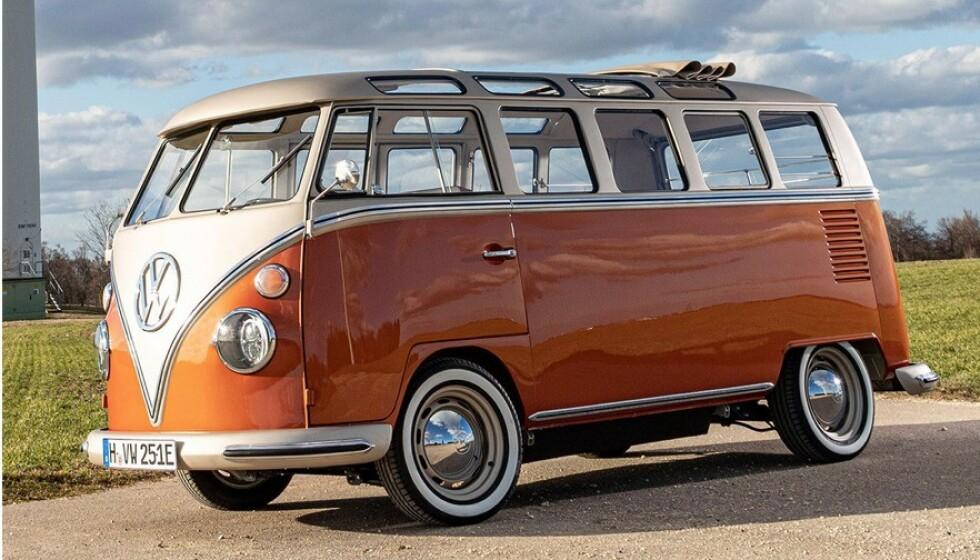 MODERNE KLASSIKER: Volkswagen Samba, eller T1 som den egentlig heter, er uhyre populær. Å bygge den om til elbil er mulig, men det koster. I tillegg må du ha bilen ... Foto VW