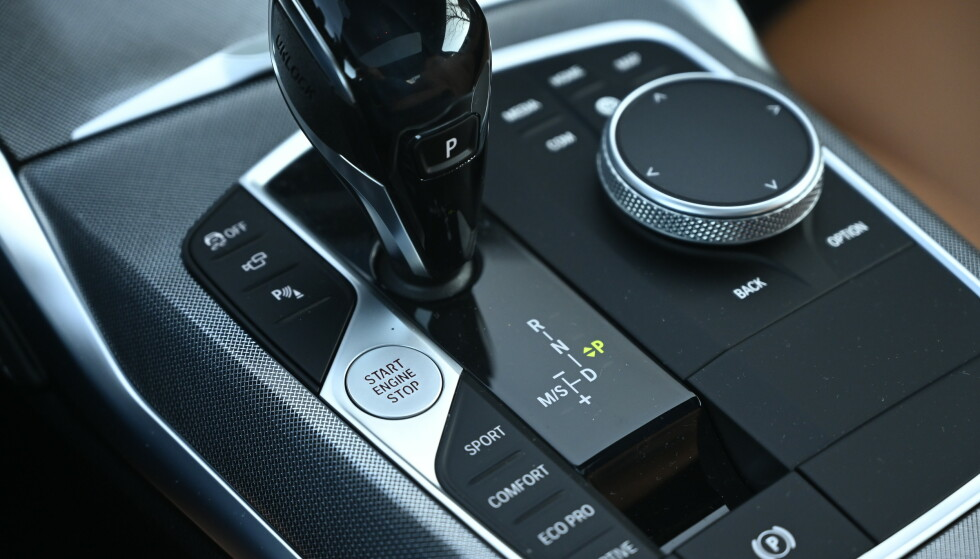 PROGRAMMER: Standard har du Sport, Comfort og Eco Pro, men du kan programmere to av dem selv. I tillegg har du et program der bilen selv registerer din kjøremåte og justerer alt etter det. Foto: Rune M. Nesheim