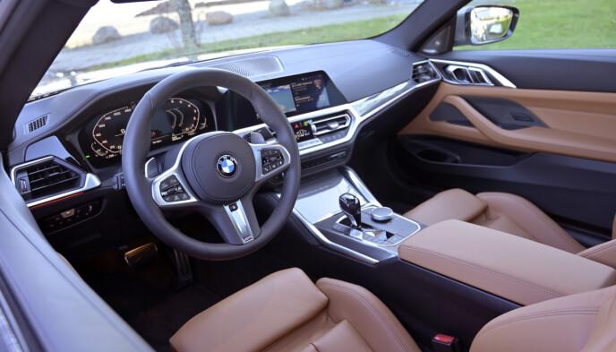SOM ØVRIG: Interiøret følger samme lest som resten av BMW-sortimentet. Her er det skinn også på dashbord og dørene helt opp. Foto: Rune M. Nesheim