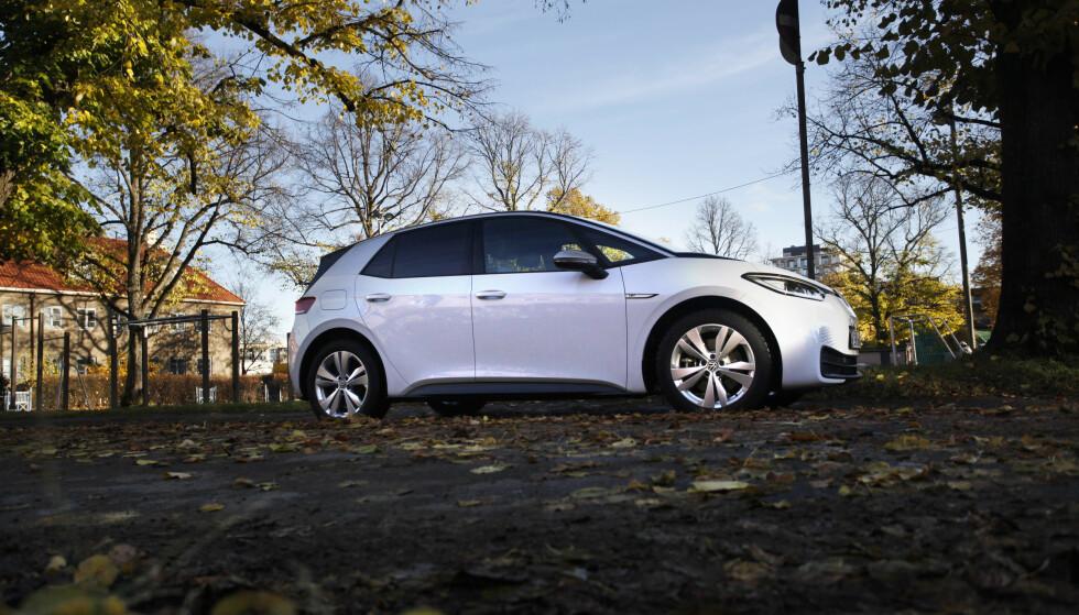 STARTTRØBBEL: Nylanserte Volkswagen ID.3 har gått rett til topps på registreringsstatistikken i Norge. Nå kommer de første rapportene om feil på flere av bilene. Foto: Øystein B. Fossum