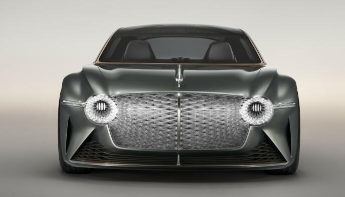 BEHOLDER GRILLEN: Bentley er produsenten som lagt lista høyest blant de tradisjonelle merkene med å love null karbonavtrykk både i produksjonen og ute på veien. Slike meldinger gir næring til samleinteressen. Foto: Bentley.