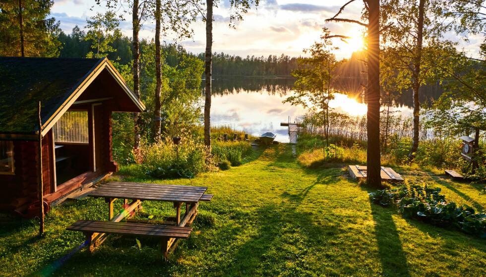 FORTSATT KARANTENE: Tar man turen til hytta i Sverige, må man fortsatt i karantene når man kommer tilbake. Foto: Shutterstock / NTB Scanpix