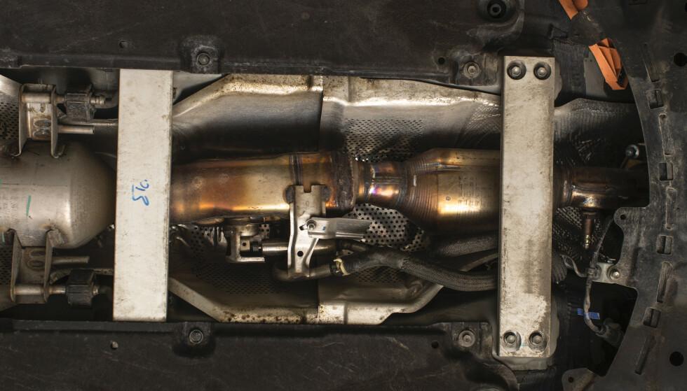 20 000 KRONER: Å erstatte en katalysator som er stjålet koster fort 20 000 kroner. Foto: Anton Reenpaa