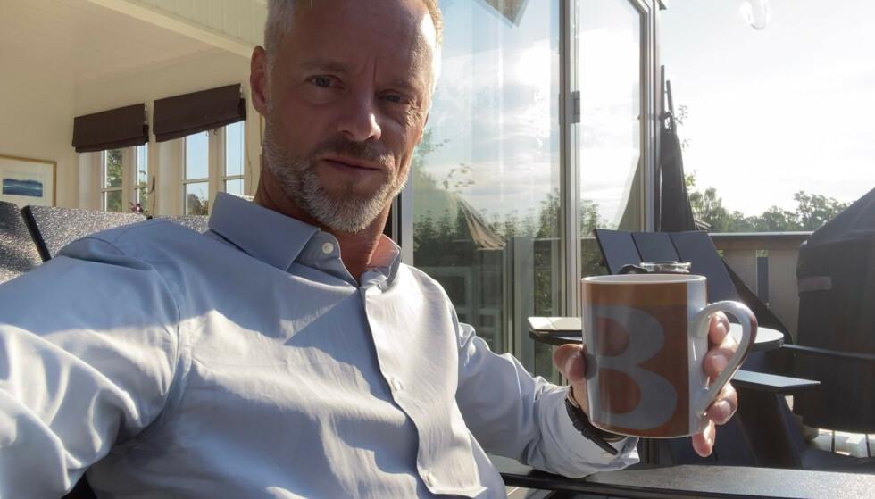 ADVARER: Bengt Holmen oppfordrer dem som er interessert i Skoda Enyaq om å lese vilkårene nøye, før de eventuelt signerer kontrakten. Foto: Privat