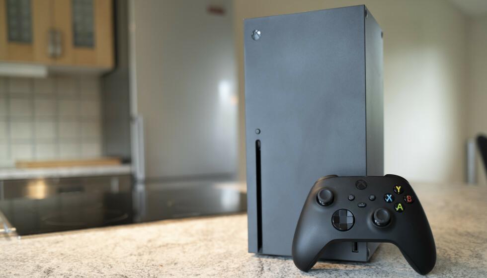 HØY ETTERSPØRSEL: Både PlayStation 5 og Xbox Series X kan bli vanskelig å få tak i tiden fremover. Foto: Martin Kynningsrud Størbu