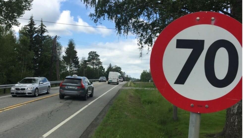 FARLIGE VEIER: I Norge er 80 den generelle fartsgrensen på landeveier, men 70 km/t brukes på strekninger der det skjer en del ulykker. Foto: Rune Korsvoll