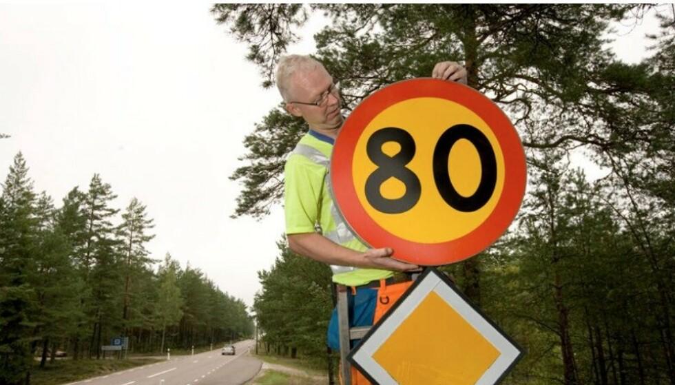 FRA FRI FART TIL 80: Fram til 1967 var det fri fart på mange svenske veier. Nå starter omskiltingen av 1.250 kilometer av det svenske veinettet til 80 km/t. Foto: Trafikverket