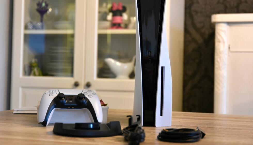 RIVES VEKK: Sonys nye spillkonsoll har blitt revet vekk fra butikkene verden over. Foto: Pål Joakim Pollen