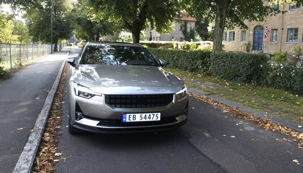 POLESTAR 2: Én detalj på denne bilen gjør at den ikke er velkommen i Frankrike. Foto: Øystein B. Fossum