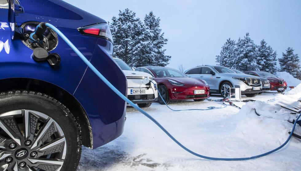 BELASTNING: Hva skjer når alle bilene skal lade batteriet - og ofte samtidig? Transportøkonomisk institutt er ikke bekymret. Foto: Markus Pentikainen