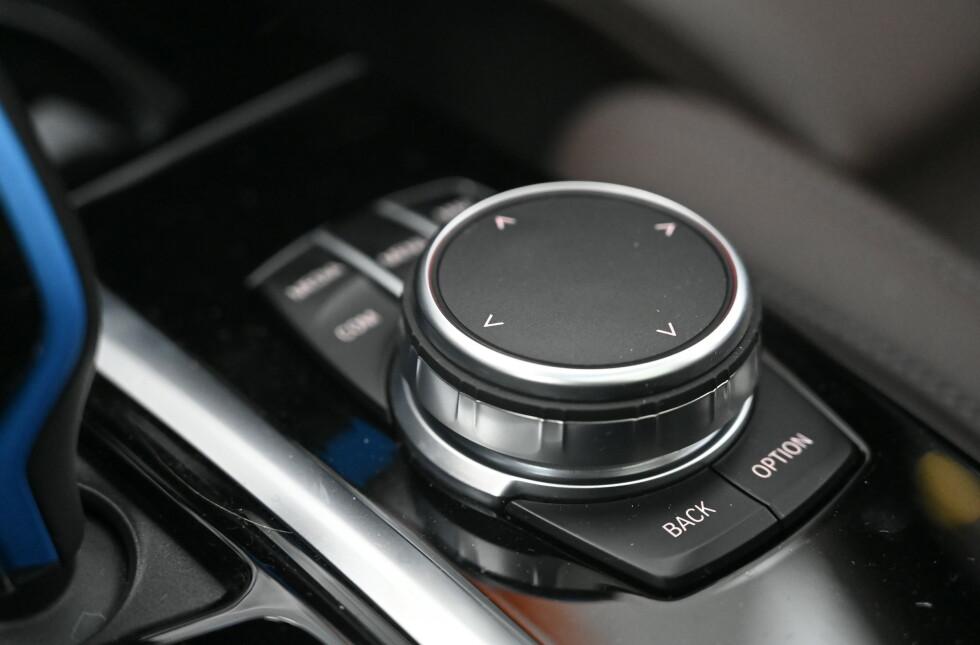 i-Drive: I tillegg til berøring, hjul og tale, får man gestikuleringskontroll i Plus-pakka, Foto: Rune M. Nesheim