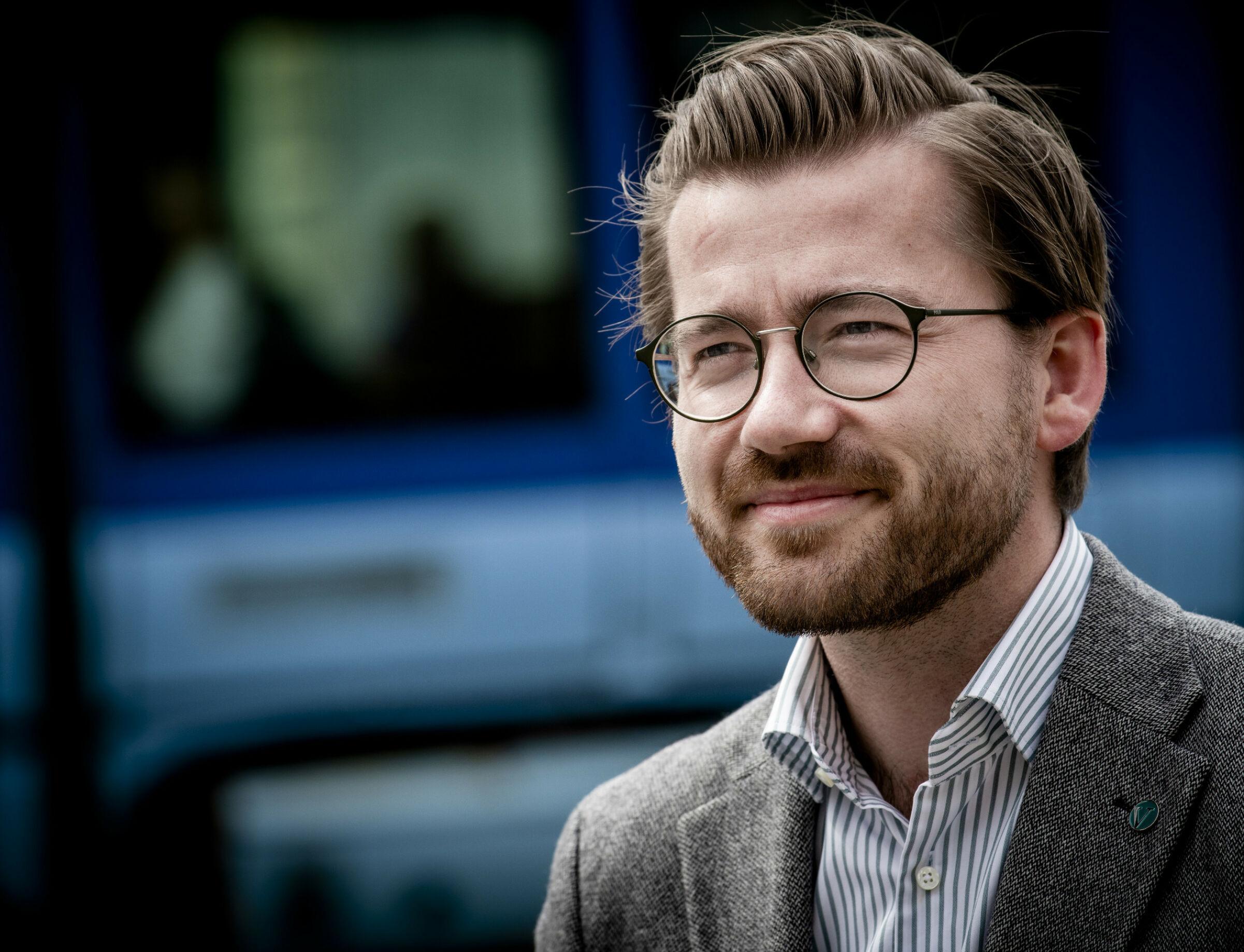 – TA ANSVAR: Klima- og miljøminister Sveinung Rotevatn (V) jobber med en strategi for sirkulærøkonomi, men mener bilbransjen og forsikringsbransjen likevel må ta ansvar selv. Foto: Lars Eivind Bones / Dagbladet