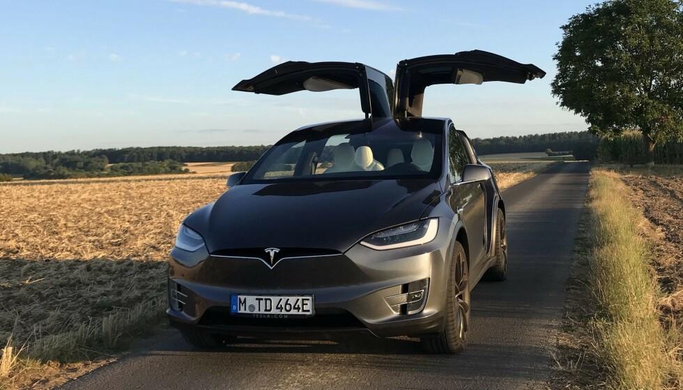 SKAL INGEN STEDER: Norsk elbilforening har som ikonet Tesla Model X og de andre elbilene kommet for å bli i Norge - i alle fall om vi skal tro ambisjonene til Elbilforeningen framover. llustrasjonsfoto: Wikimedia