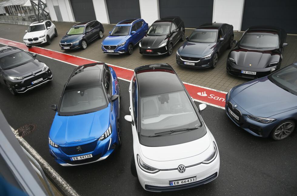 TI NYE: Dette er juryens utvalg til Årets bil på testdagen. Foto: Embla Augusta Hjort-Larsen