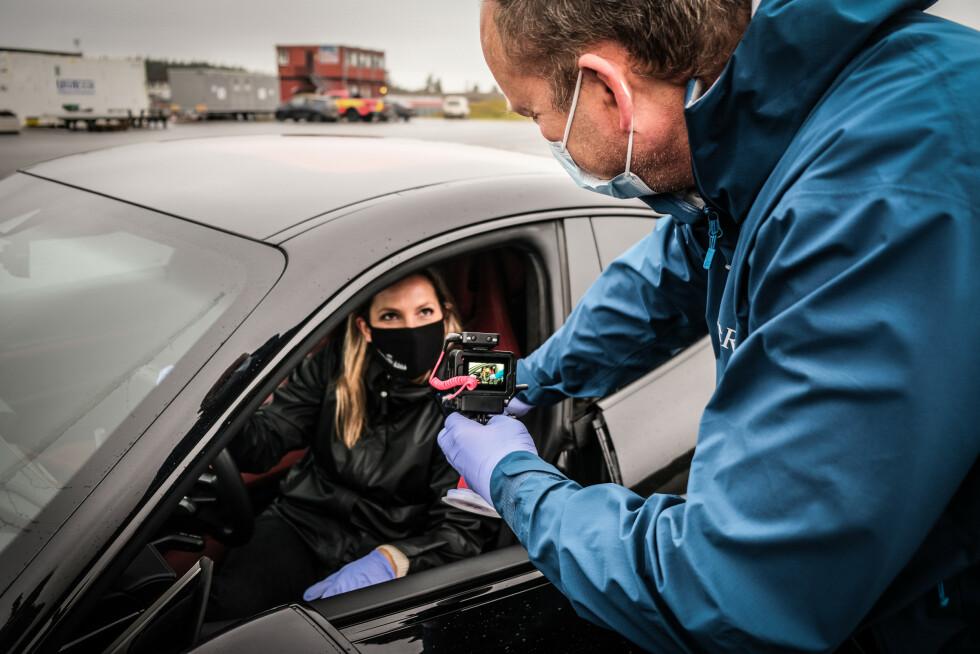HVA FØLER DU NÅ: Man fikk føle på alle bilene i ekspressfart. Foto: Embla Augusta Hjort-Larsen