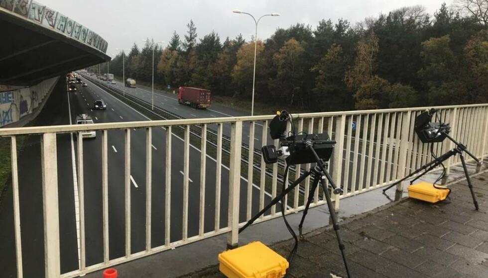 BLIR AVSLØRT: Nederlandske myndigheter har nå bestemt at det skal benyttes smarte kameraer til å fotografere dem som bruker mobiltelefonen ulovlig mens de kjører bil. Foto: Openbaar Ministerie